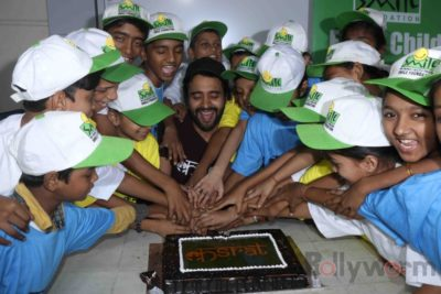 Jackky Bhagnani celebrates Children's Day with Smile Foundation kids Bollyworm (76)