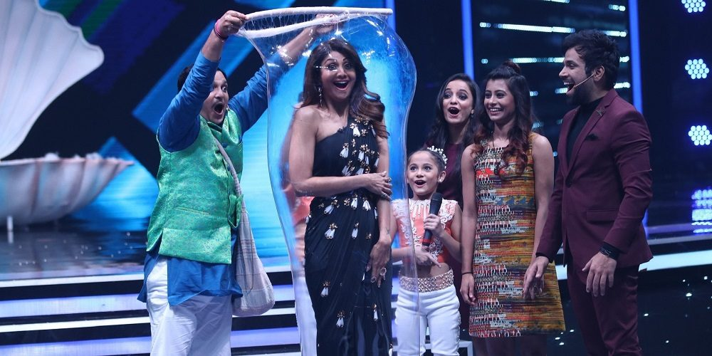 omg shilpa shetty gets trapped in a bubble   bollyworm
