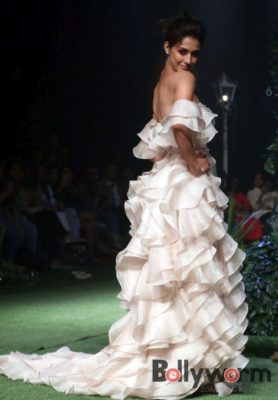 Lakmé Fashion Week_Bollyworm (27)