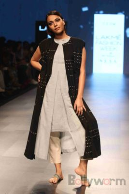 Lakme Fashion Week_Bollyworm (23)