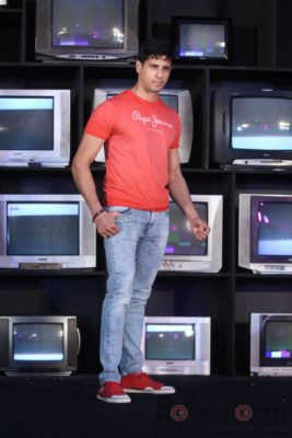 Sidharth Malhotra made brand ambassador for Pepe Jeans India Bollyworm (10)
