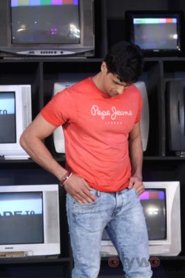 Sidharth Malhotra made brand ambassador for Pepe Jeans India Bollyworm (13)