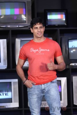 Sidharth Malhotra made brand ambassador for Pepe Jeans India Bollyworm (15)