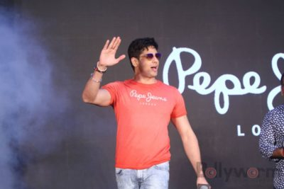 Sidharth Malhotra made brand ambassador for Pepe Jeans India Bollyworm (22)