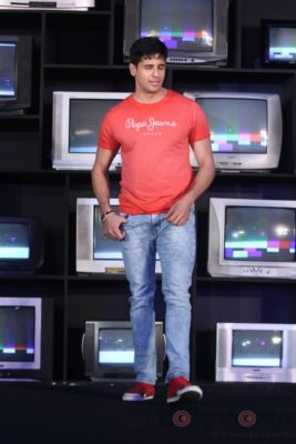 Sidharth Malhotra made brand ambassador for Pepe Jeans India Bollyworm (7)