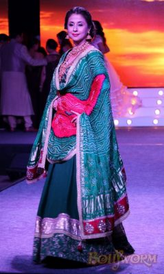 Manisha Koirala and Sonu Sood at the launch event of PS Design Studio Bollyworm (17)